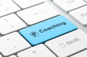 Pour lutter contre la tendance à remettre au lendemain souvent reprochée aux  personnes TDA/H, le coach TDA/H explore les choix et invite à l'action